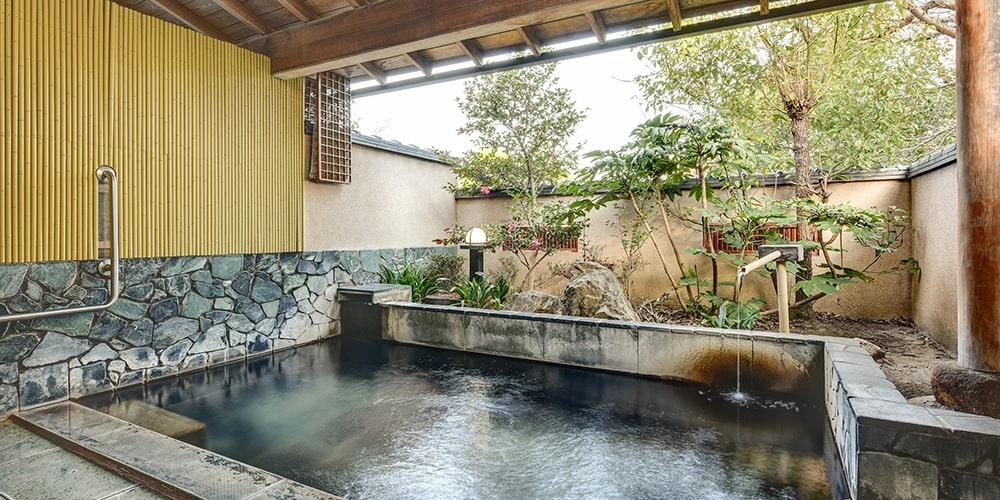 楽水園 温泉 露天風呂